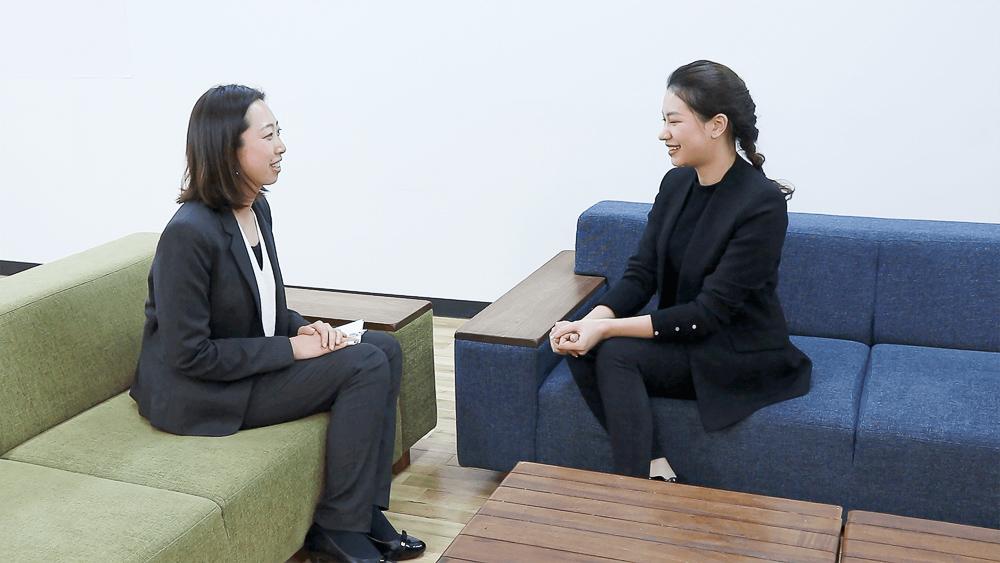 左:Career Fly株式会社 羽二生 知美(はにゅう・ともみ)/右:株式会社ゴーリスト ド・ティ・トゥイ